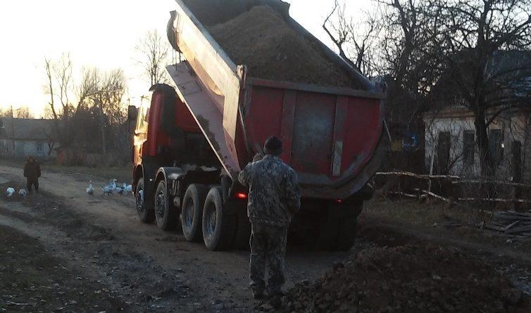 Продовжуються роботи з поліпшення якості грунтових доріг в Городнянській ОТГ