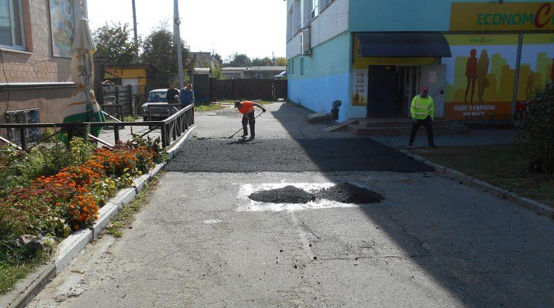 Здійснено дрібний ремонт прилеглих територій до адмінбудівель