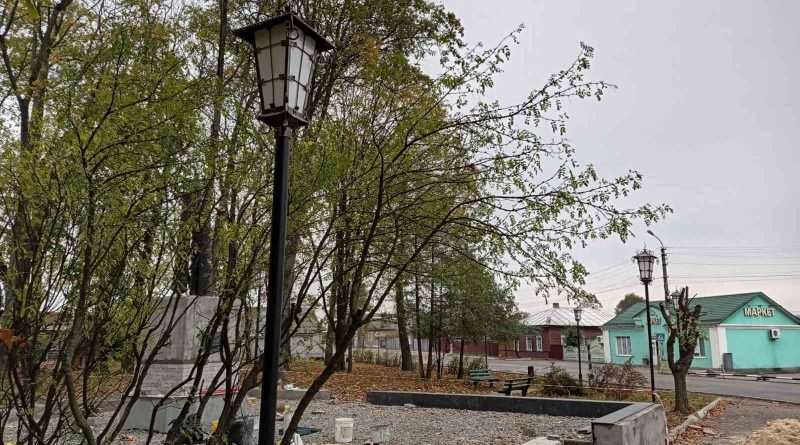 """У """"Сквері Городнянський"""" встановлюють ліхтарі"""
