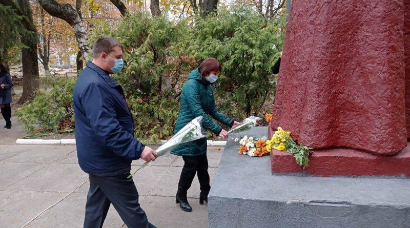 Урочисте покладання квітів з нагоди 76-ї річниці вигнання нацистів з України