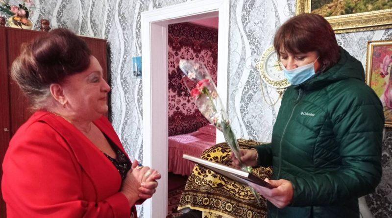 Секретар міської ради Світлана Більська привітала місцеву авторку Тамару Кржемінську з ювілеєм
