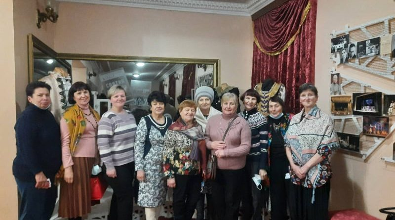 КУ ЦНСП  міської ради  організувала декілька подорожей до театру
