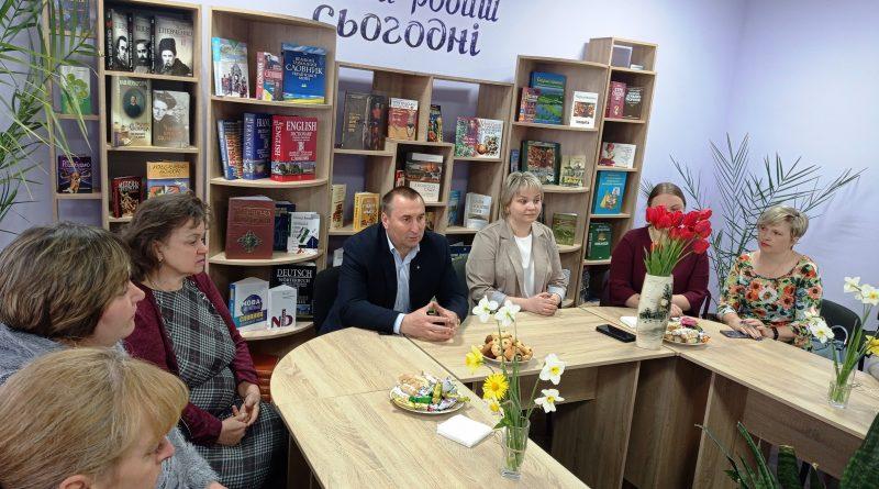 Про роль матері говорили з міським головою Андрієм Богданом у просторі можливостей міської бібліотеки