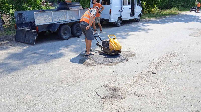 Дрібний ямковий ремонт доріг
